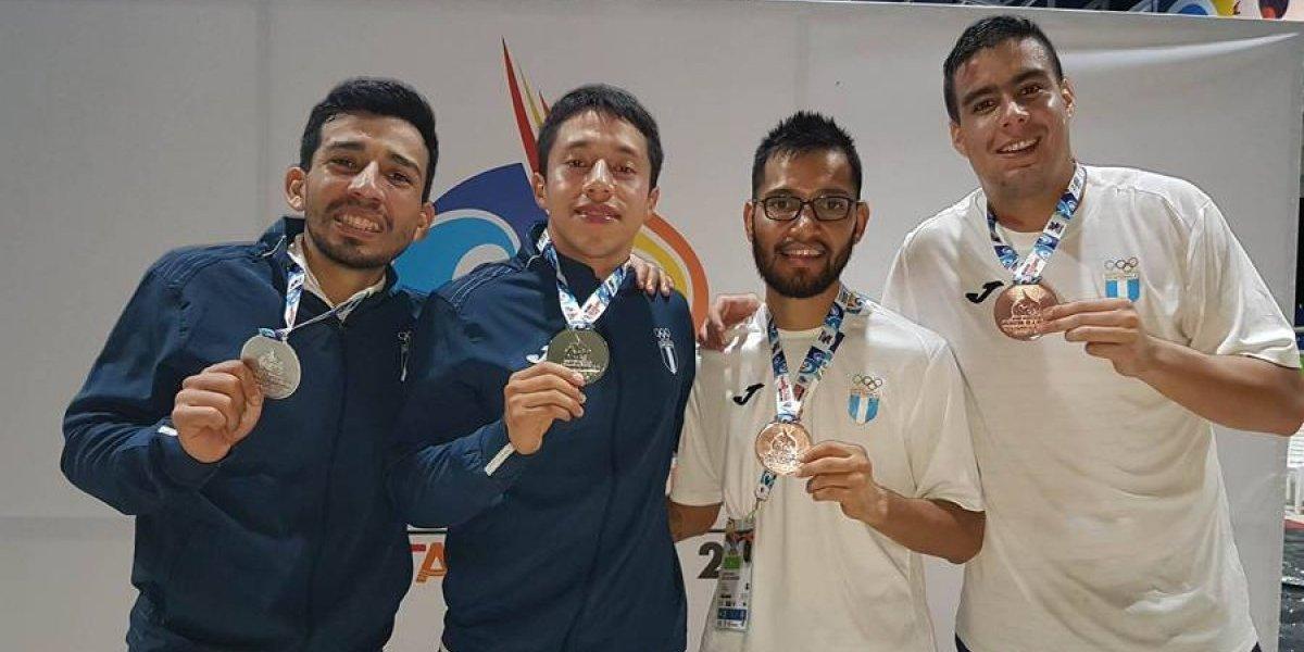 Karatecas guatemaltecos brillan con oro, plata y bronce en Colombia