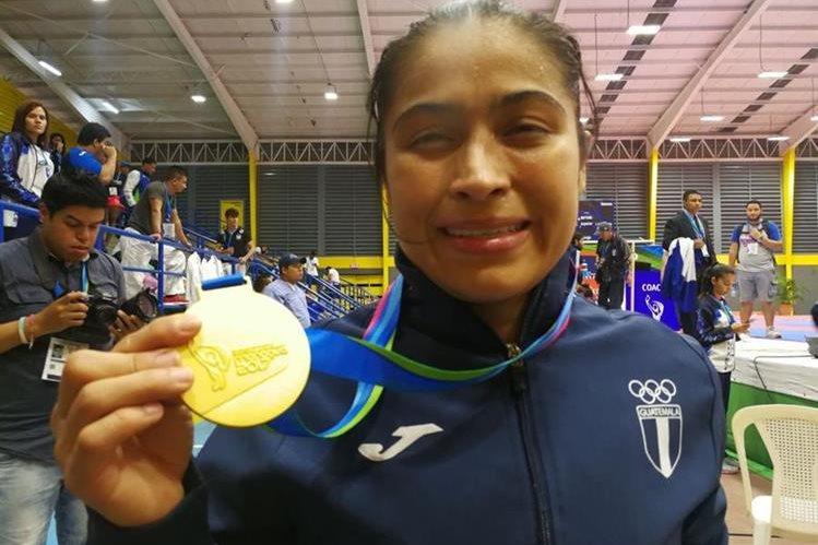 A sus 37 años, Cheili González se corona reina del karate regional