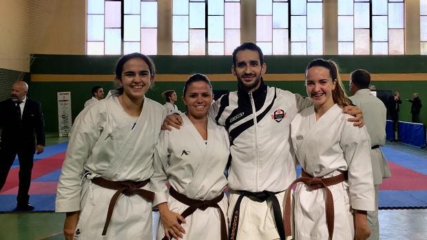 Éxito del programa de Olympic de fomento del karate en la mujer con tres nuevos cinturones negros 0 (0)