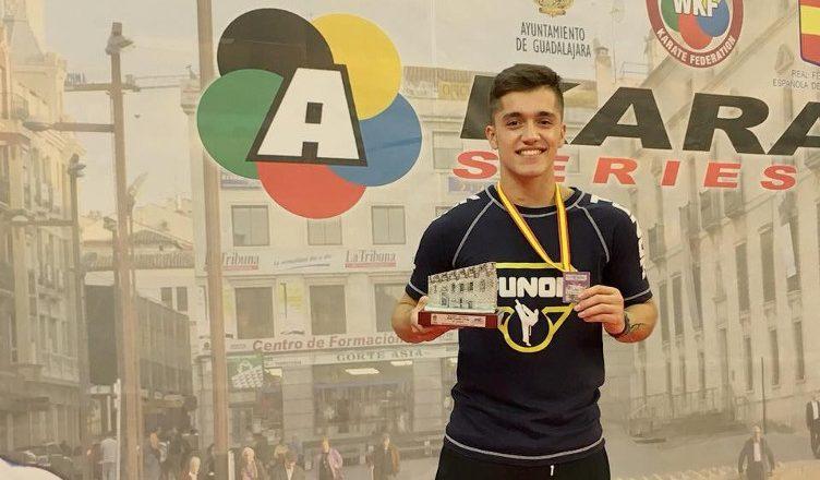 Matías Rodríguez y Rodrigo Rojas ganan medalla de plata en torneo español de karate 0 (0)