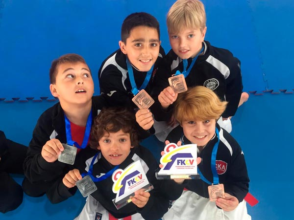 El Club Karate Alzira lleva tres equipos al próximo campeonato de España de clubes