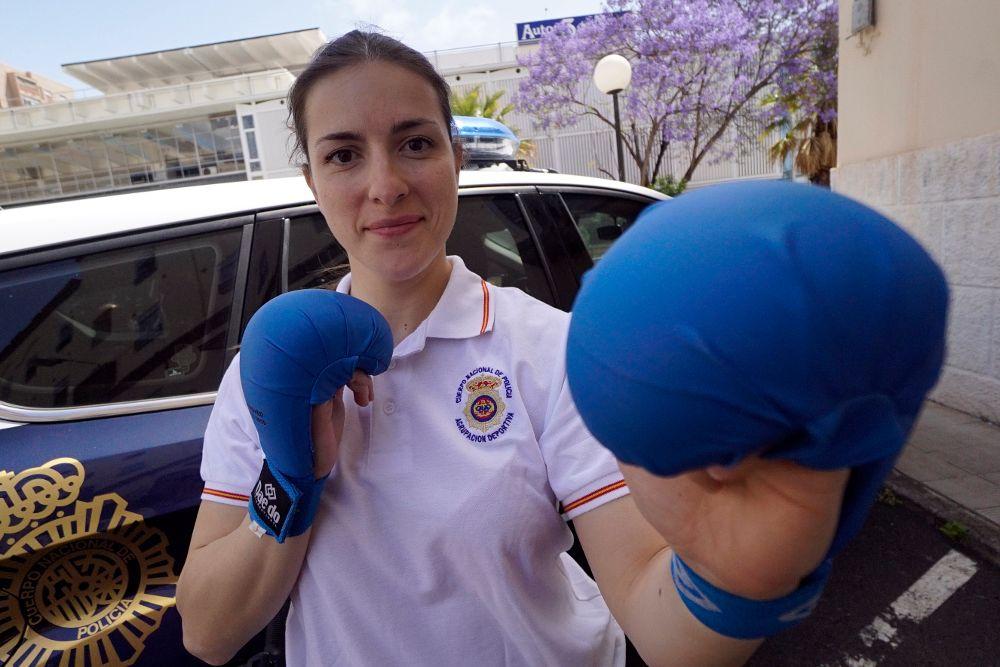 Una policía con alma de karateca