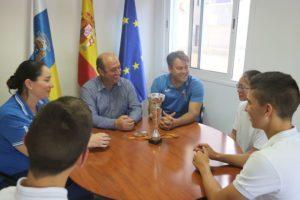 Deportes felicita al club de karate Shurite tras lograr la medalla de oro en los Campeonatos de España de clubes