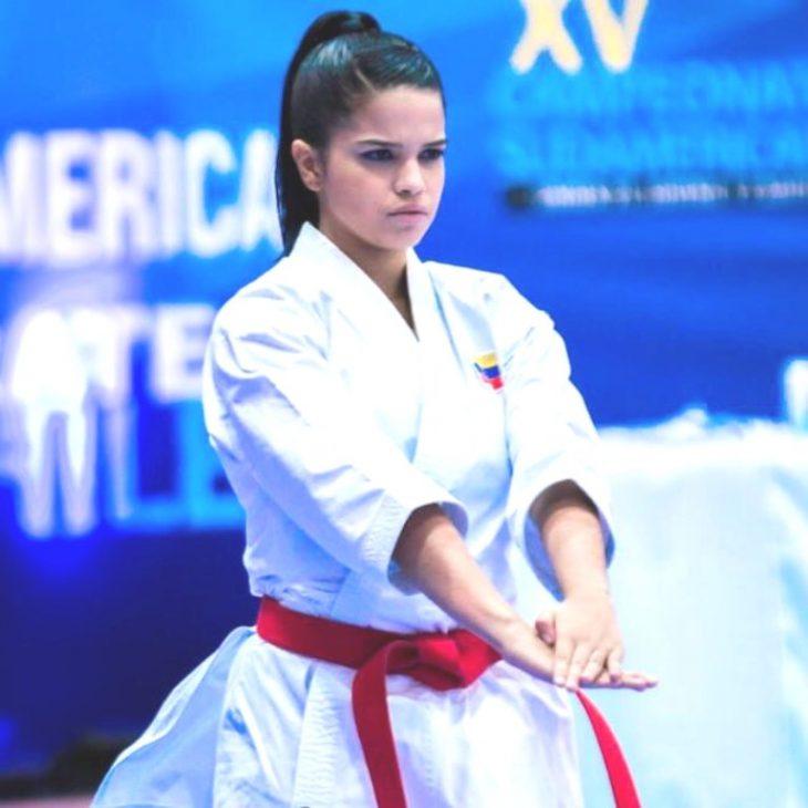 Zuliana Valerya Hernández se colgó plata en karate de los Suramericanos