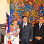 Héctor Cención recibe el pabellón nacional rumbo a los Centroamericanos y del Caribe