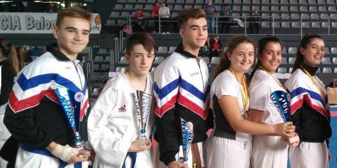 """El Club de Karate """"Jasbudo Laguna"""" consigue 4 medallas en el Campeonato Regional cadete, Junior y Sub 23 0 (0)"""