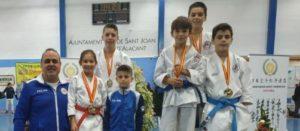22 medallas para los karatecas del Shingitai y el Chazarra de Elche