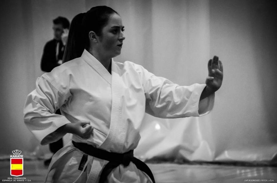 Carla Rodríguez, karateca del Akai Ryu, convocada por la Selección Gallega de Kárate