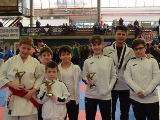 Tres medallas para la base del karate valdeorrés en el gallego infantil