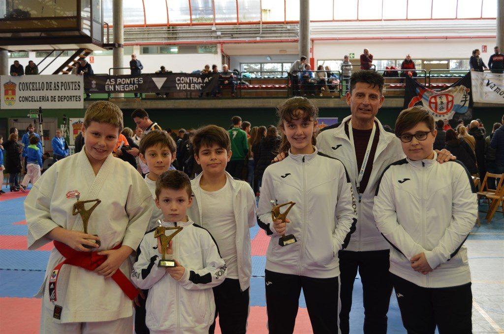 Tres medallas para la base del karate valdeorrés en el gallego infantil 0 (0)