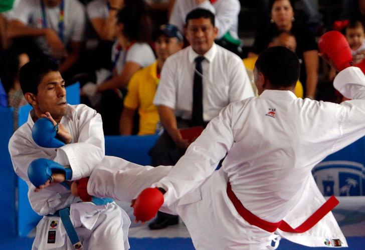 Karate consigue boleto a Lima en Panamá