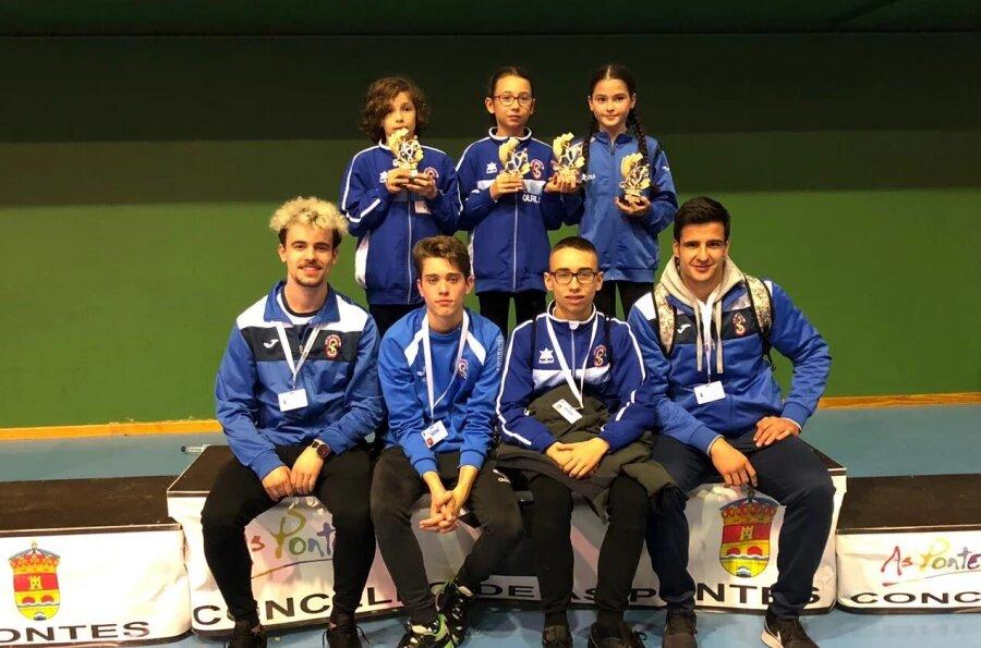 Nueve medallas para los karatecas del Club San Francisco Teo