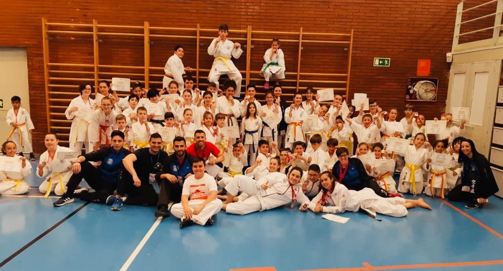 El Club Karate Central de Torrejón de Ardoz logra 37 medallas en los Juegos de Deporte Escolar de Kárate (DEUKO) 0 (0)