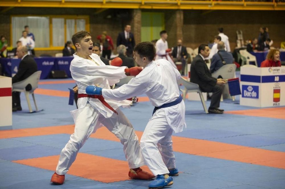 El karate vuelve a llenar San Antonio