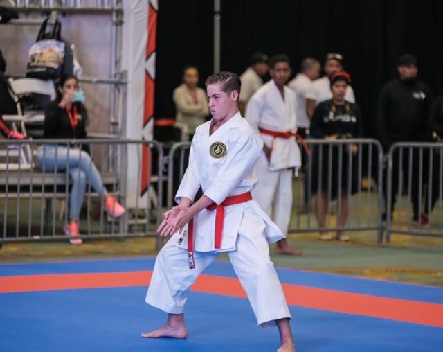 Atleta Jorge León va con todo al Campeonato Nacional de Karate