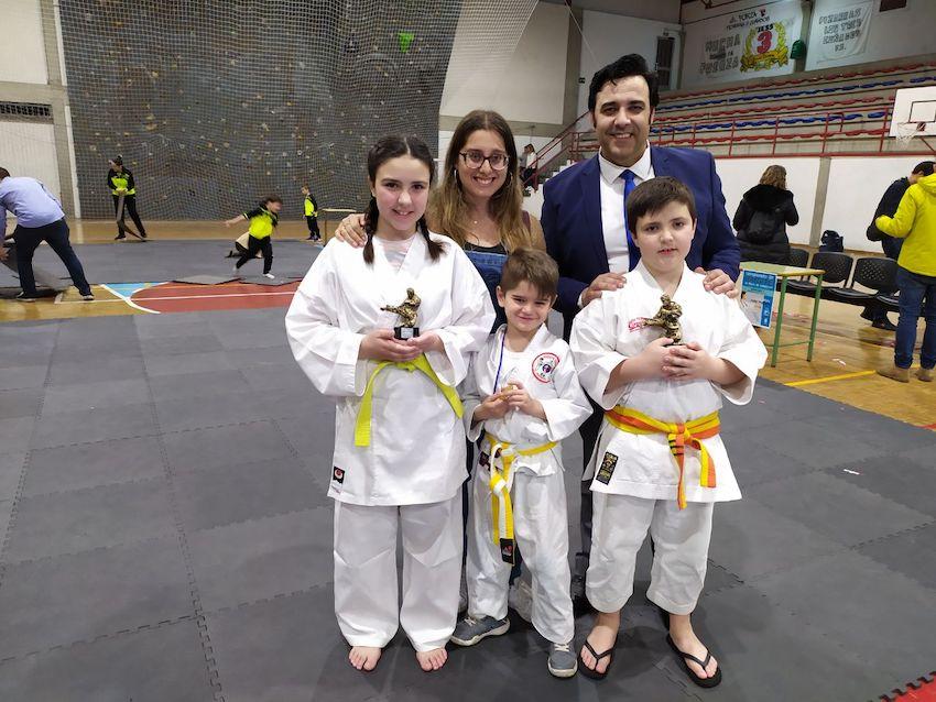 Los hermanos Flórez traen un primero y un segundo puesto del II Campeonato de Kárate de O Barco