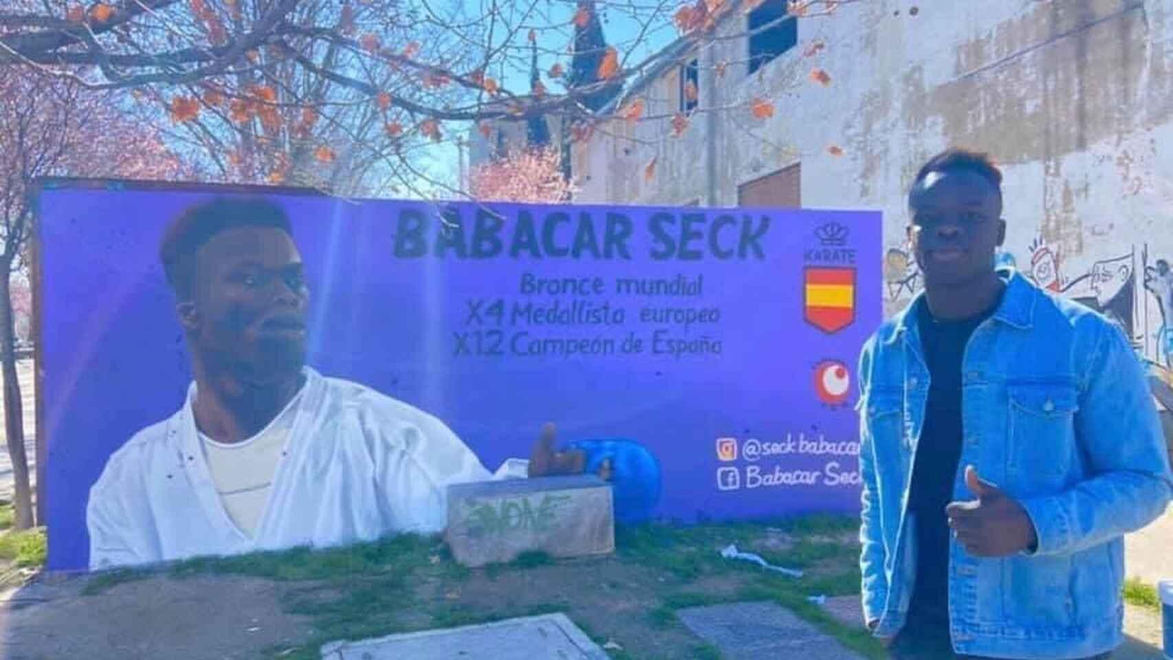 Ataque racista al karateca español Babacar Seck: aparecen esvásticas en su mural de homenaje