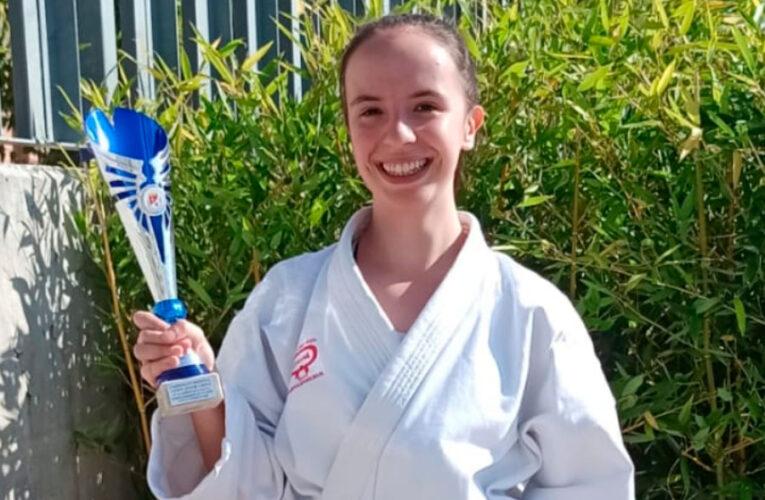 Ainara Arribas se cuelga la medalla de plata en el Regional de Kárate 0 (0)