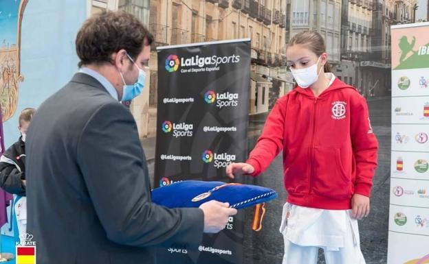 La herrereña Candela Peña se hace con un «doble oro» en la Liga Nacional de Karate