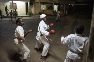 Gloria Guissou, la gran campeona burkinabé de kárate, rompe moldes