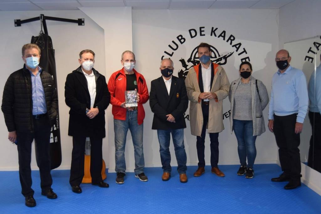 La Federación Extremeña de Karate homenajea a Isidoro Castillo