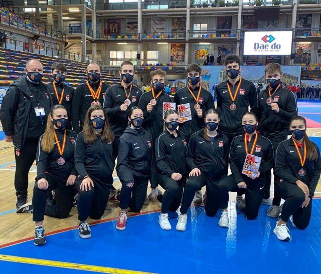 El CD Kazokusport y sus 8 medallas lideran al kárate valenciano en el Campeonato de España de Clubes