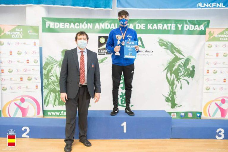 El moscón Borja Gutiérrez, oro en la Liga Nacional de Kárate