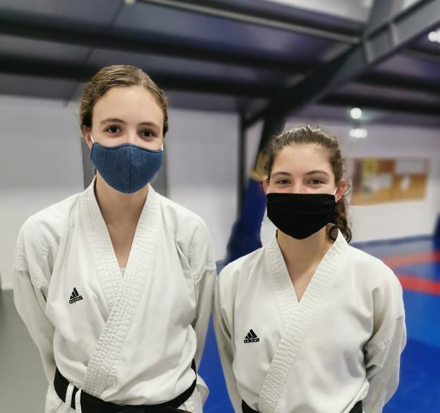 Paula Otero y Andrés Martínez brillan en los Campeonatos de Asturias online de kata