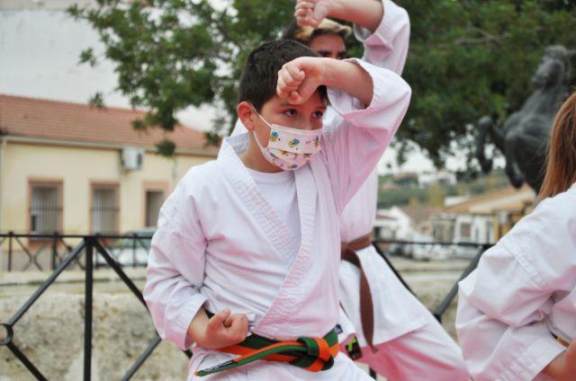Guadalcázar acoge la última demostración de la Federación de karatekas cordobeses