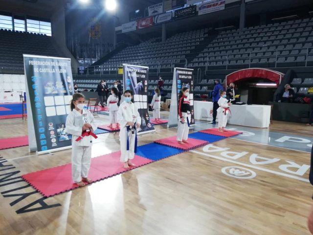 Siete medallas para los salmantinos en el Campeonato Regional de Karate