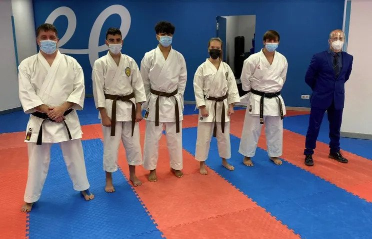 Nueve nuevos cinturones negros al karate andorrano 0 (0)
