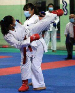 Exitoso fogueo de 75 karatecas juveniles y mayores en la Federación Salvadoreña de Karate Do
