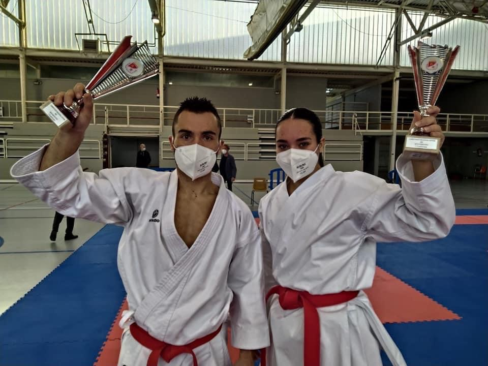 Daniella Sánchez oro, Kike Nieto plata en el Regional de kárate