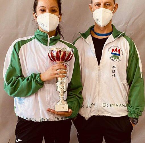 Valentina Bustamente, campeona navarra de kárate en categoría absoluta 0 (0)