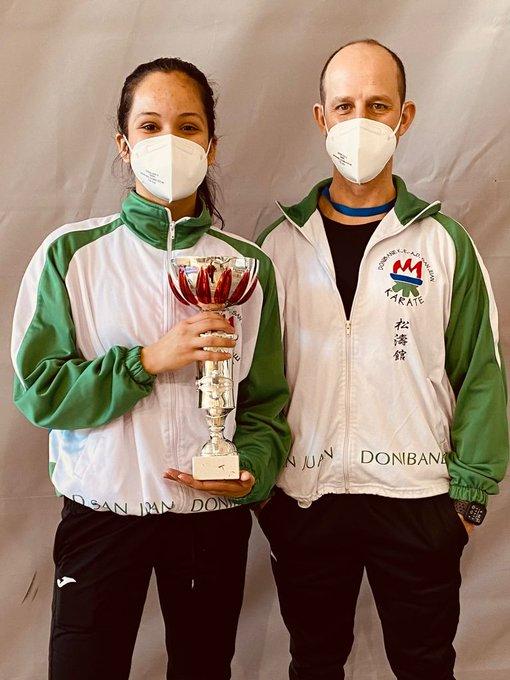Valentina Bustamente, campeona navarra de kárate en categoría absoluta