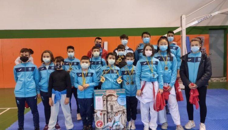 El Club Kárate Águilas se coloca en la primera posición del medallero regional al conseguir 14 medallas 0 (0)