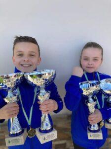 Los hermanos Izan e Inara Álvarez ganaron el Campeonato de Asturias Infantil de Kárate