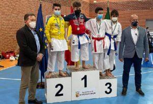El Shotokan Don Benito y el Club Kárate La Serena participan con nota en el Campeonato de Extremadura