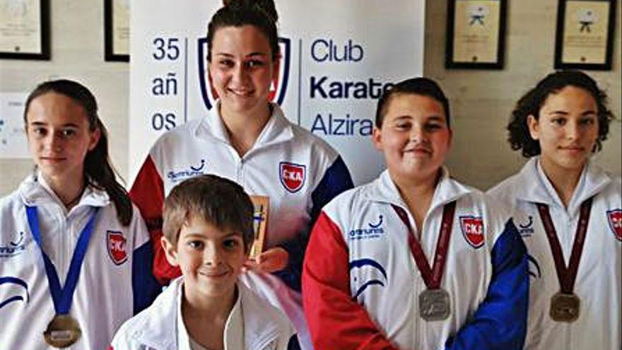 El Club de Karate de Alzira consigue tres campeonatos autonómicos en la cita de Cheste
