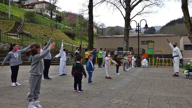 Los niños allandeses se acercan al karate 0 (0)