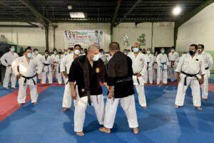 Karatekas le ponen empeño al aprendizaje de katas