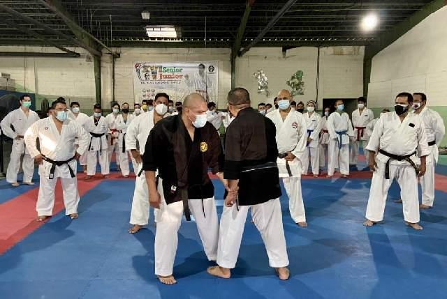 Karatekas le ponen empeño al aprendizaje de katas 0 (0)