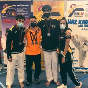 Poker de medallas para el Karate Club San Vicente