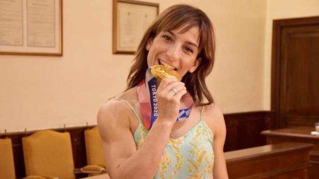 Sandra Sánchez: «Yo le cuelgo la medalla a mi madre porque ella es más que un oro olímpico»