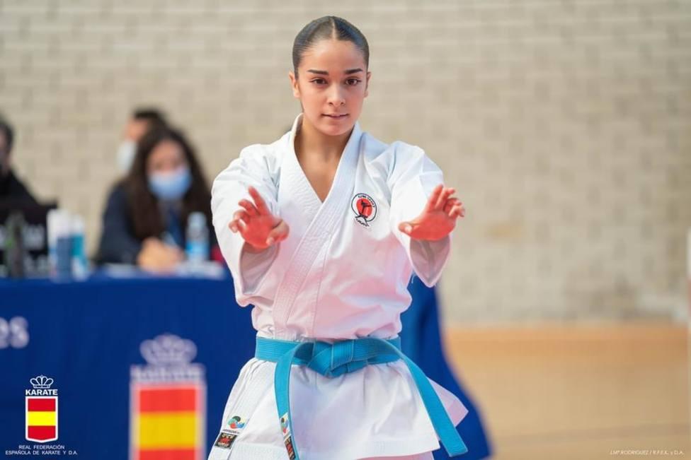 La karateca Paola García logra la victoria en la liga nacional, en Azcoitia